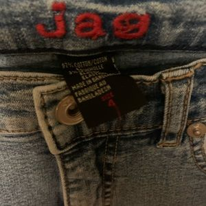 Like new, boot cut low rise light wash JAG JEANS!